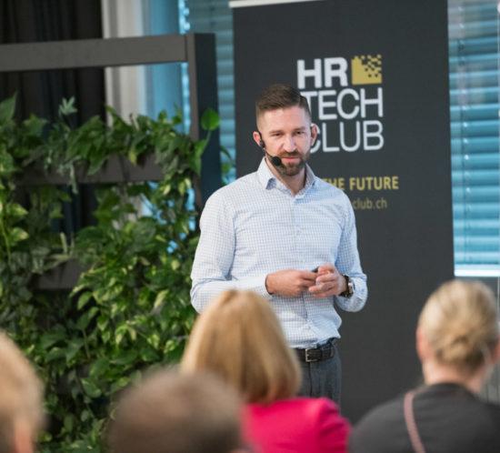 Ein Referent der HR Tech Night bei seinem Vortrag zu People Analytics