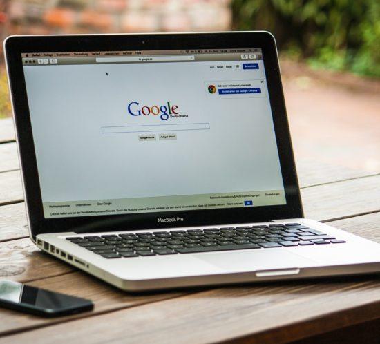 Google bietet neu auch die Möglichkeit, Jobs und offene Stellen direkt auf Google auszuschreiben und zu finden - über mobile und Desktop.