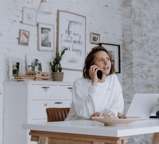 Tipps, wie Sie mit Ihren Mitarbeitenden im Home-Office effizient kommunizieren können