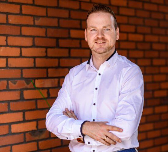 Martin Maas von der Helvetia lächelt in die Kamera